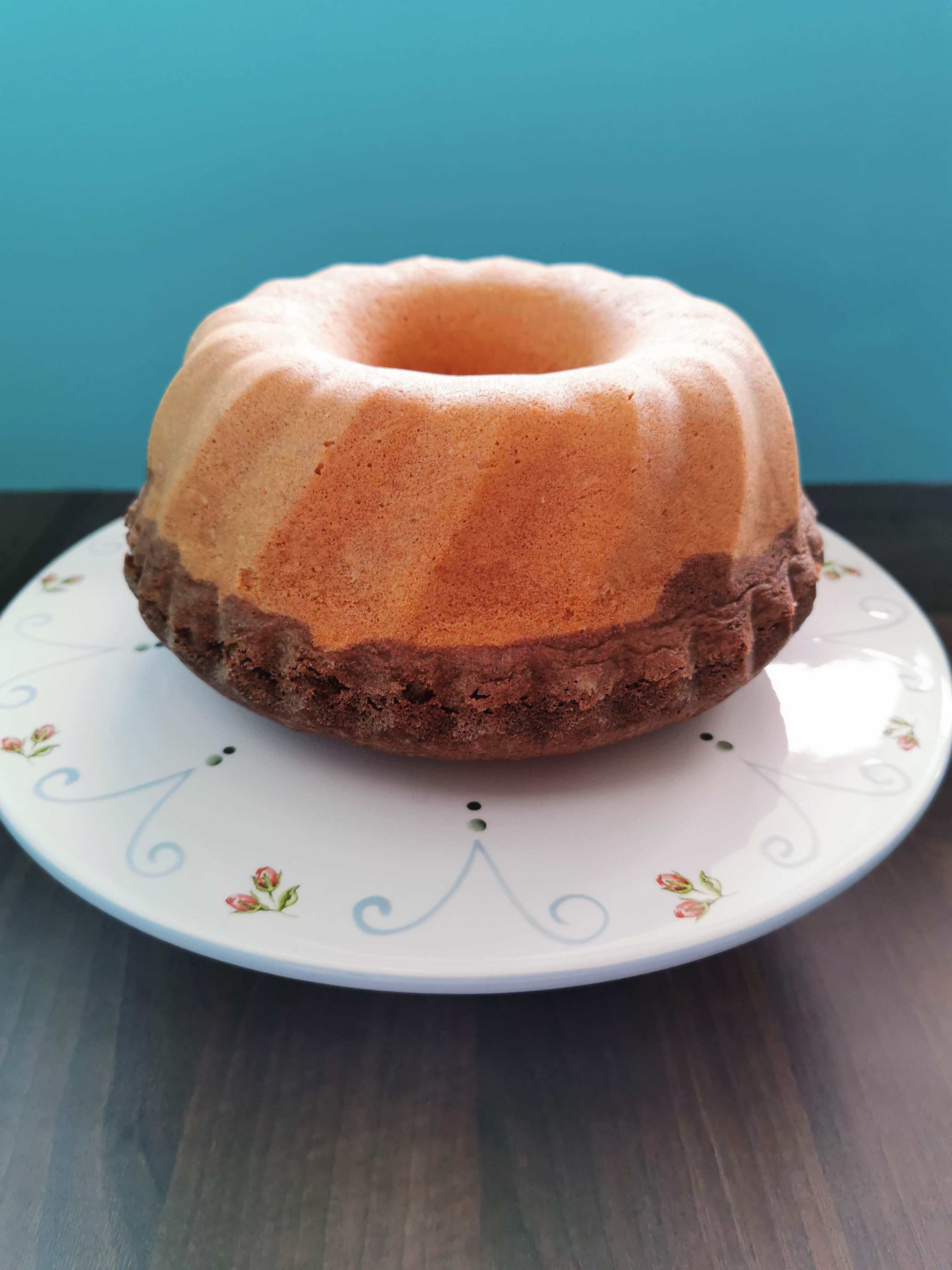 tulband met boon voor Driekoningen op een taartplateau