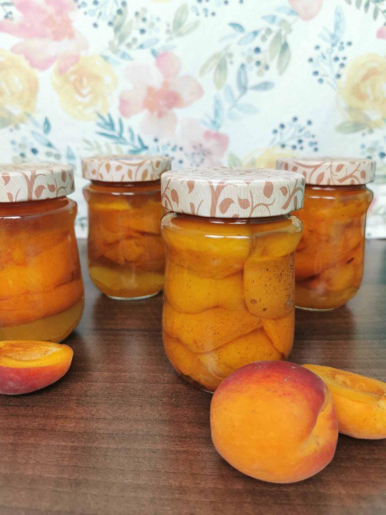 4 glaasjes abrikozen in Amaretto ingemaakt