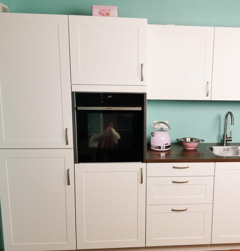 mijn keuken met op hoogte ingebouwde oven