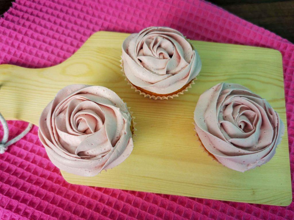 3 cupcakes met frambozencrème