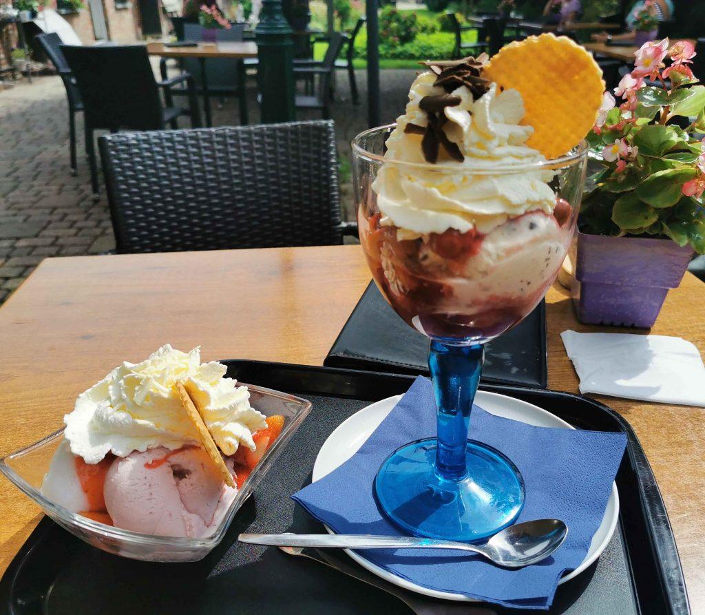2 coupes ijs bij Waldschänke